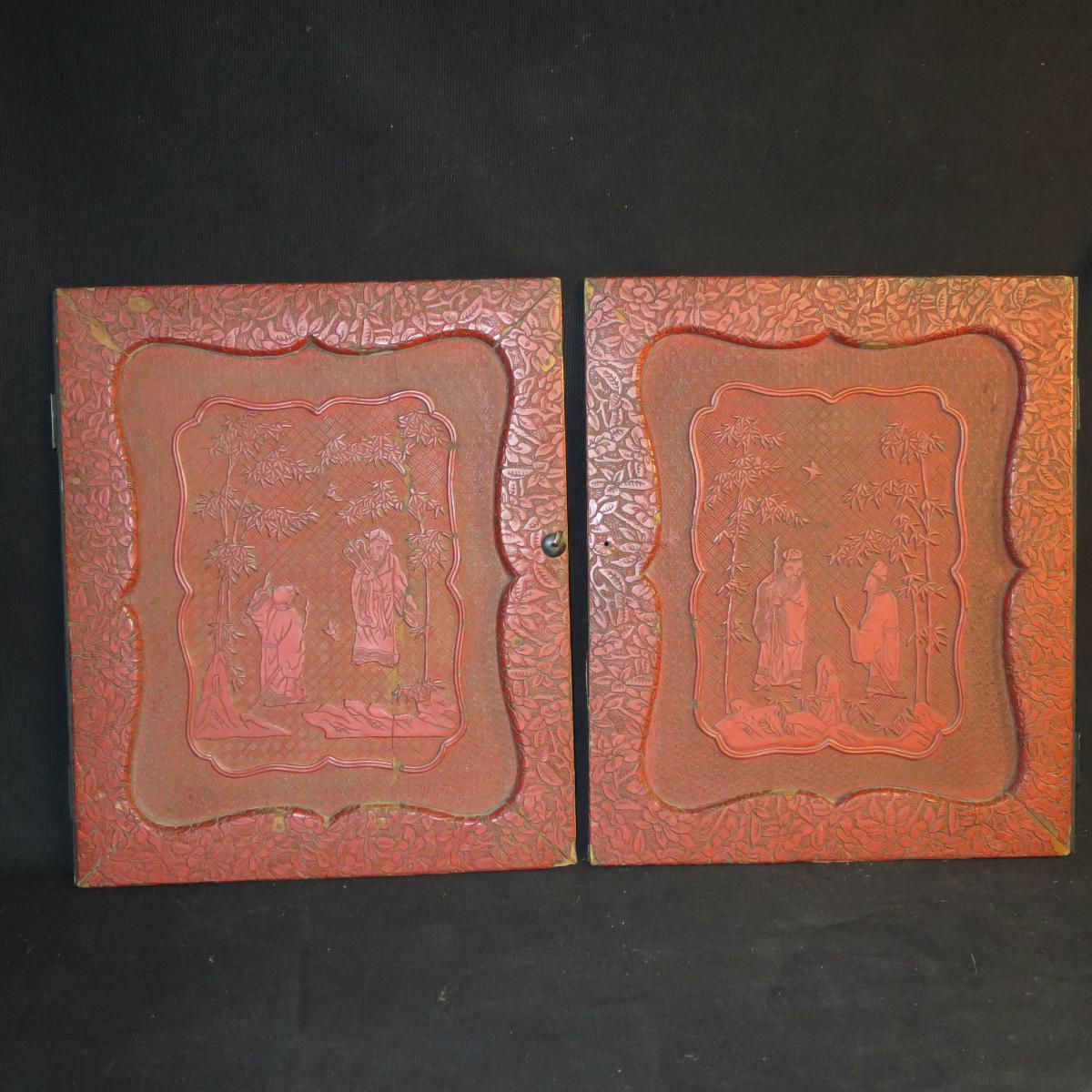 2 PANNEAUX DE PORTE CABINET XIXe en laque rouge decor Chinois Asie