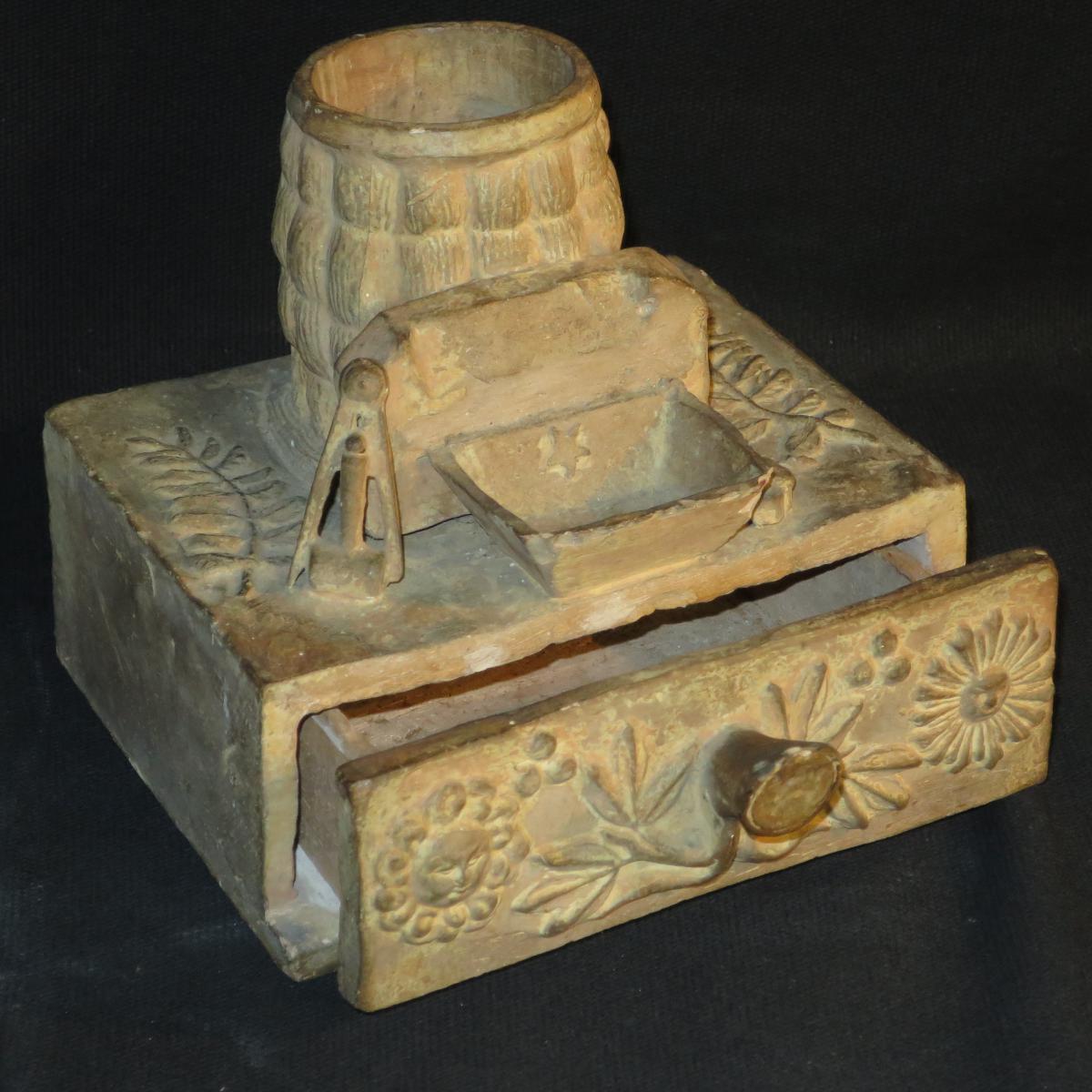 Travail Franc Maçon Boite et receptacle à symboles et attributs en terre cuite