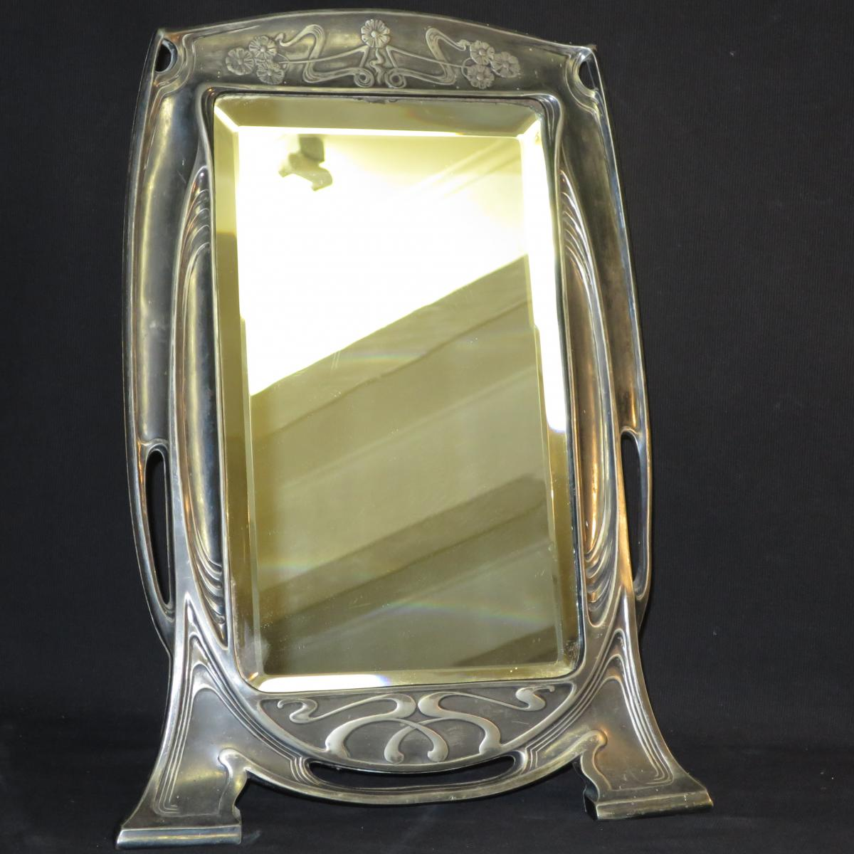 Grand miroir de toilette art nouveau poser en metal for Grand miroir metal