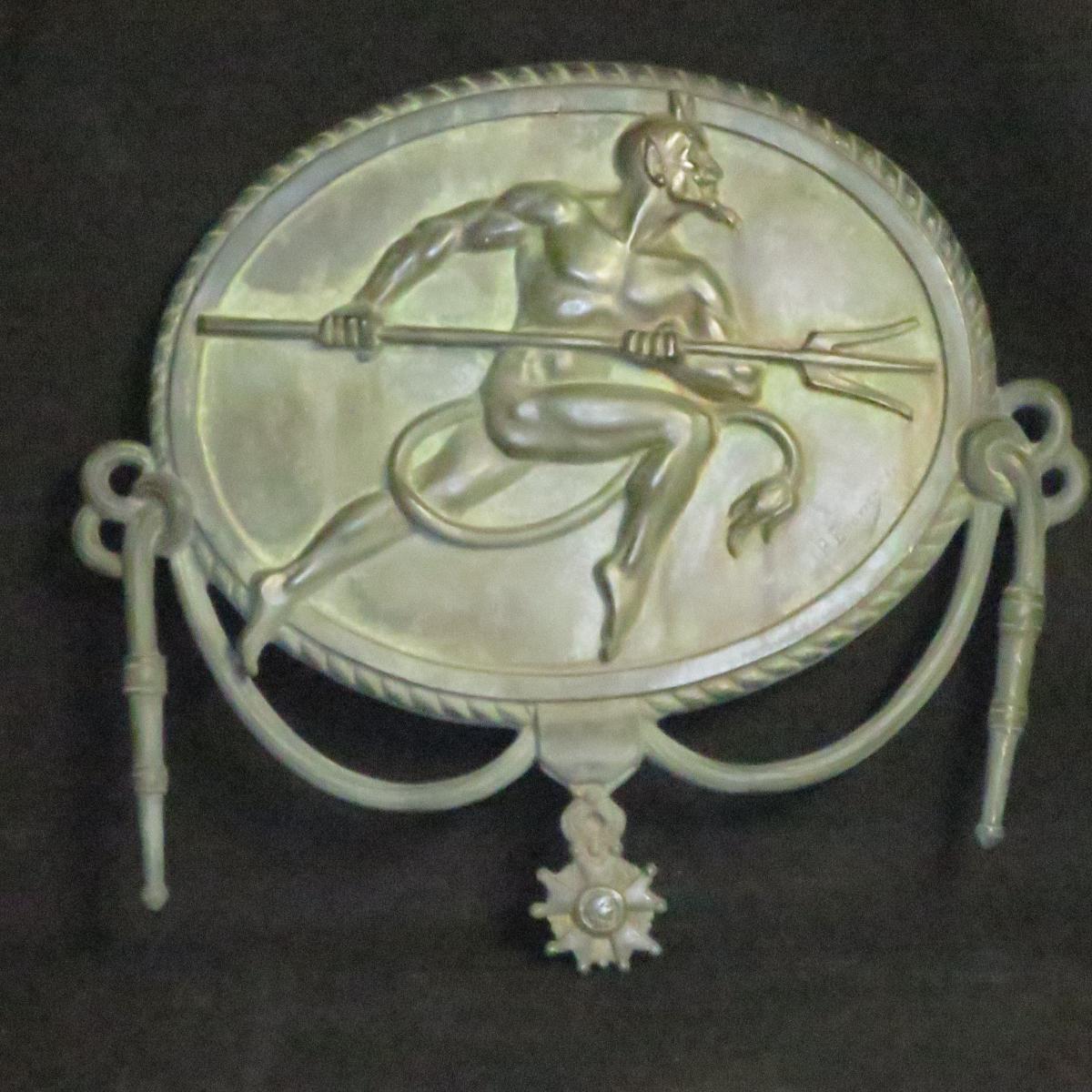 DIABLES ROUGES par Paul BOUVIER 1857-1940 plaque bronze 39 cm satan militaire infanterie