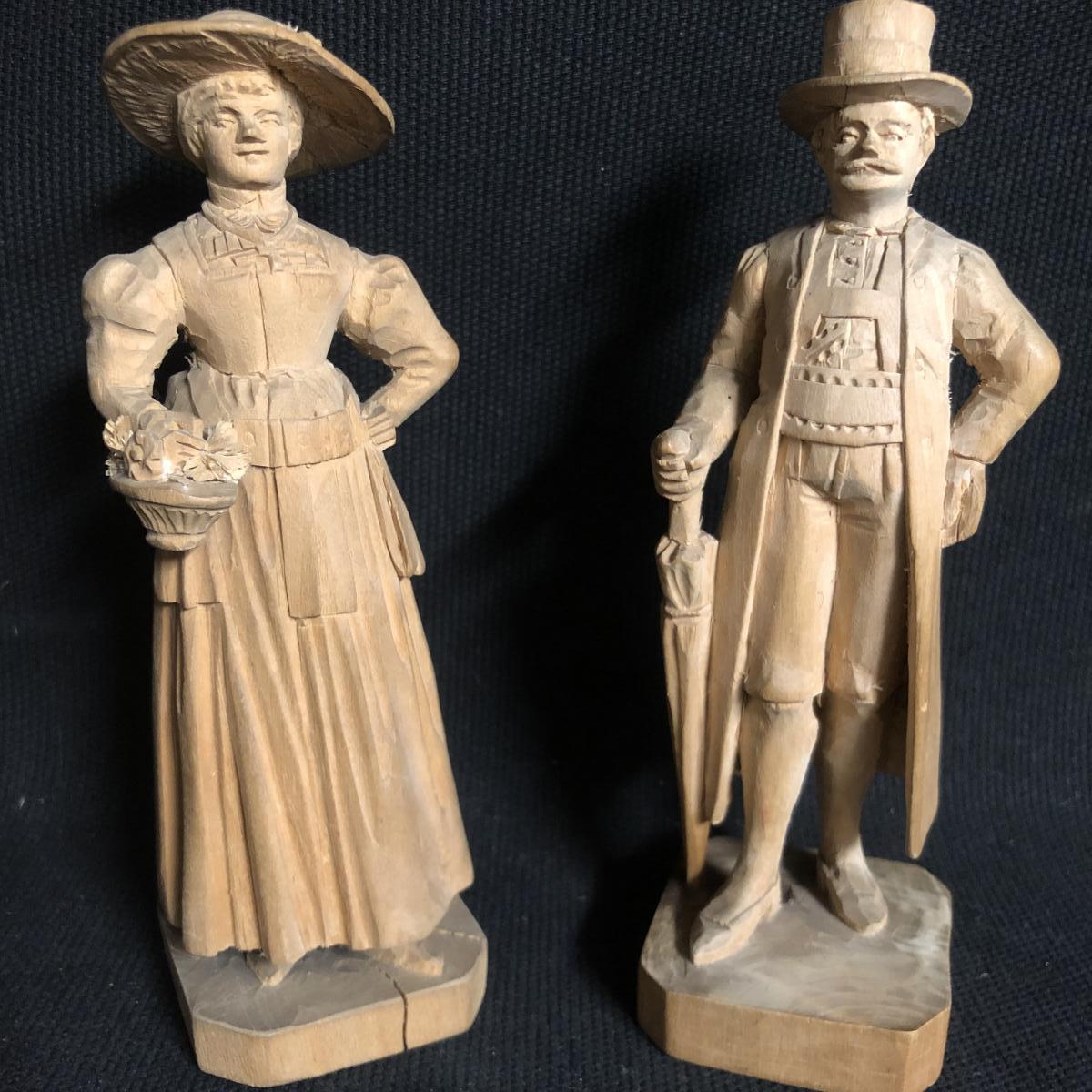 SUISSE 2 personnages en bois sculpté couple d'élégants fin XIXe