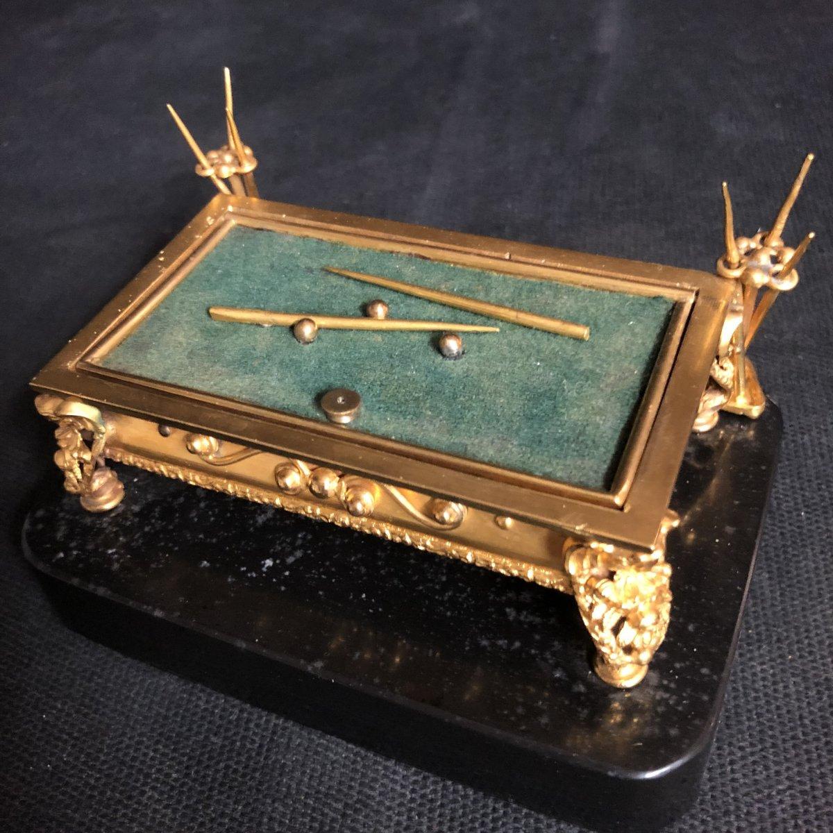 TRES RARE ENCRIER DE BUREAU en forme de BILLARD bronze doré début XIXe