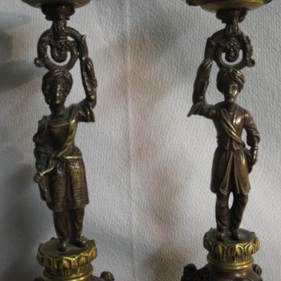 PAIRE DE BOUGEOIRS TURCS en bronze à double patine debut XIXe époque Restauration turc