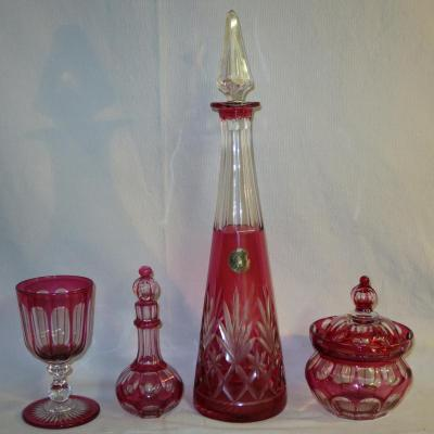 SAINT LOUIS 4 pieces en cristal taillé rouge rubis overlay Saint-Louis St