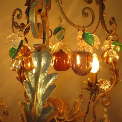 Lustre Baguès (attribué à) en fer patiné or et fruits cristal de couleur