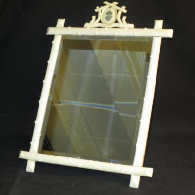 MIROIR DE TABLE en ivoire XIXe glace à poser biseautée cadre à fronton blason sculpté 19e