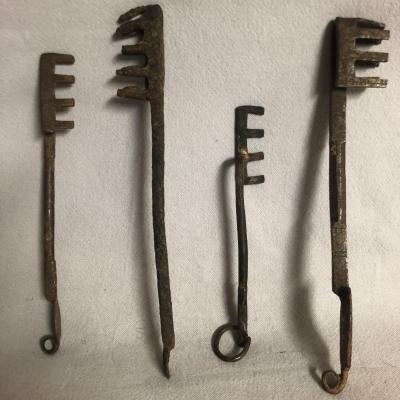 4 Anciennes CLEFS de serrure porte ou coffre en fer forgé Afrique Clef XIXe