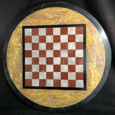 Grand plateau de jeu d'échec XIXe en marqueterie de marbre scagliole jeu d'échecs marbres
