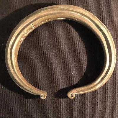 Spectaculaire bracelet de bras en bronze fin XIXe Ethnique Côte d'Ivoire esclave