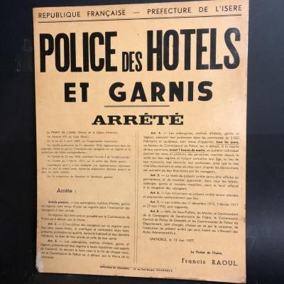 POLICE DES HOTELS ET GARNIS Ancien panneau d'arrêté du Préfet de l' Isère