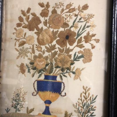 Charming Painting: Embroidery On Silk In Chenille Early 19th Century Bouquet Of Flowers
