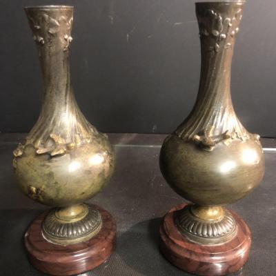 Auguste MOREAU 1834-1917 Paire de vases XIXe signés à décor oiseau et insecte