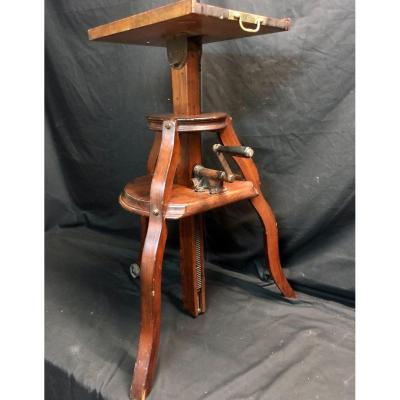 Rare 19th Century Sculptor's Saddle Adjustable In Height And Tilting Tray For Statue Sculpture