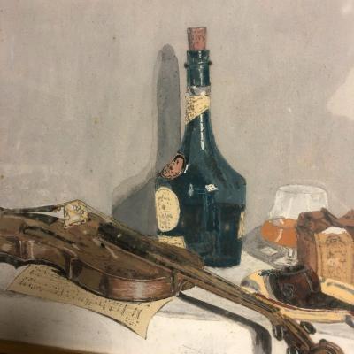 NATURE MORTE AU VIOLON ET BENEDICTINE Aquarelle et gouache de 1954 signée R.M.