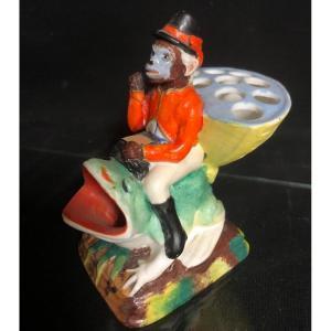 Curieux ENCRIER SINGE chevauchant une GRENOUILLE XIXe en porcelaine émaillée
