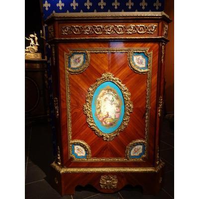 Meuble Napoleon III Ornementé De Bronzes Et De Plaques En Porcelaine