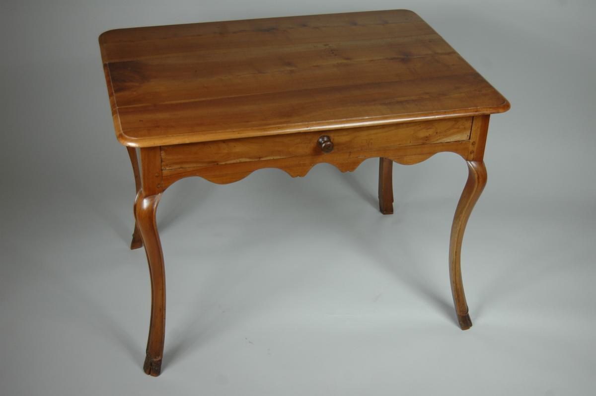 Table d'appoint Louis XV en merisier aux pieds largement cambrés.-photo-6
