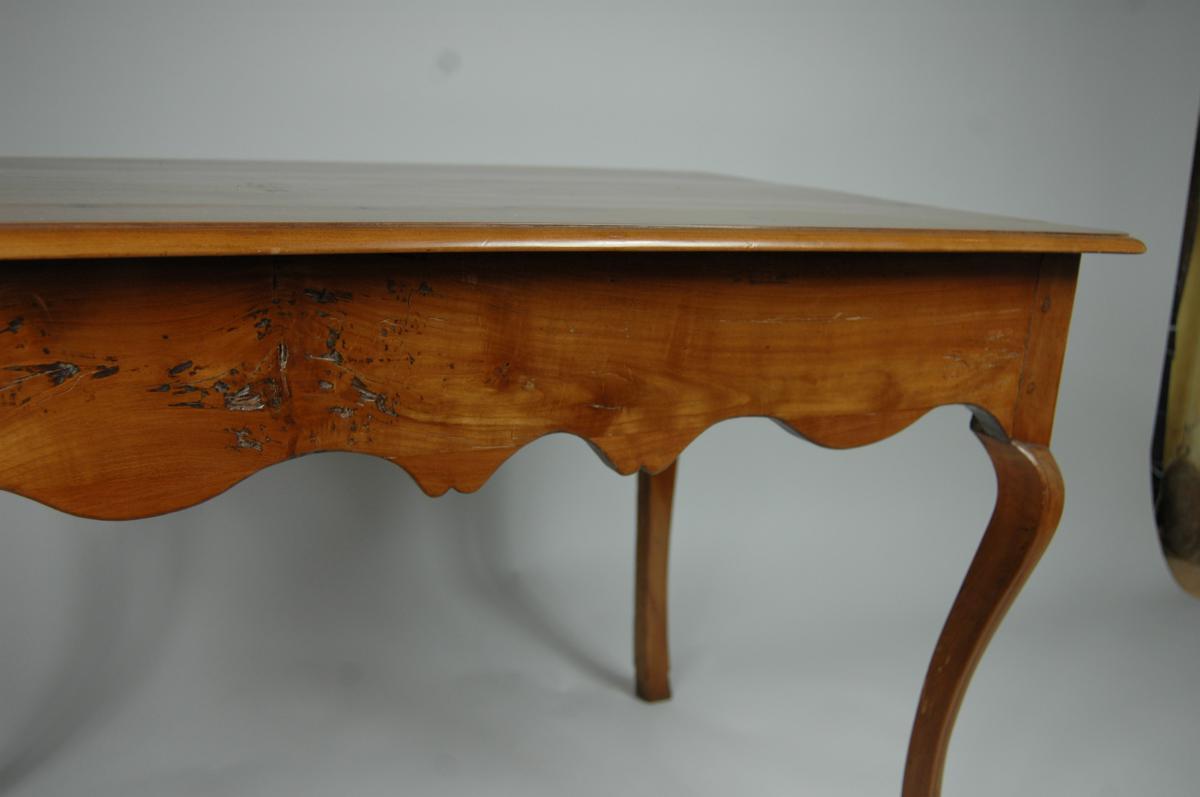 Table d'appoint Louis XV en merisier aux pieds largement cambrés.-photo-8
