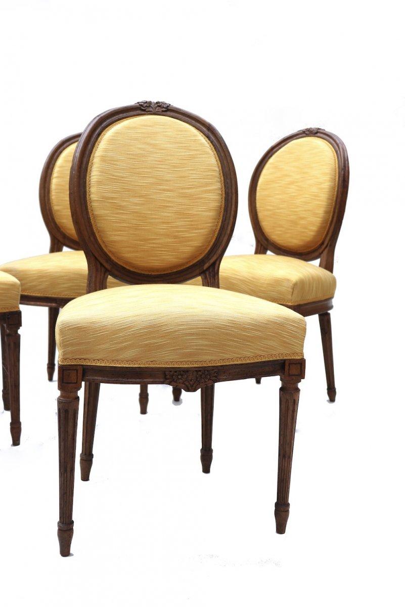 Ensemble de quatre chaises et quatre fauteuils en chêne d'époque Louis XVI.  -photo-2