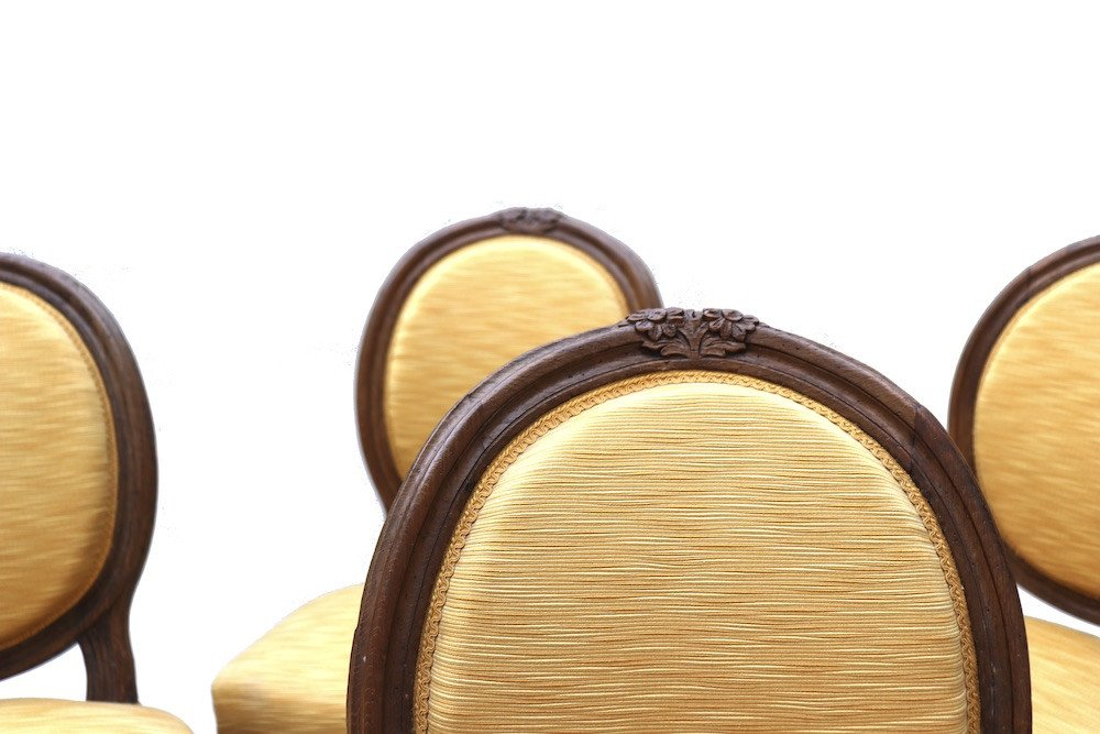 Ensemble de quatre chaises et quatre fauteuils en chêne d'époque Louis XVI.  -photo-4