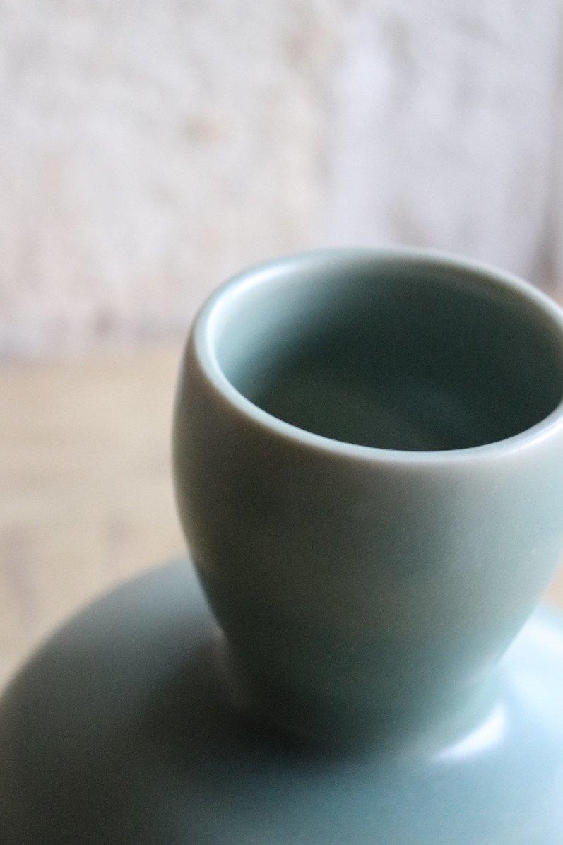 Daniel de Montmollin. Vase Céladon sur porcelaine. H 16,5 cm.-photo-2