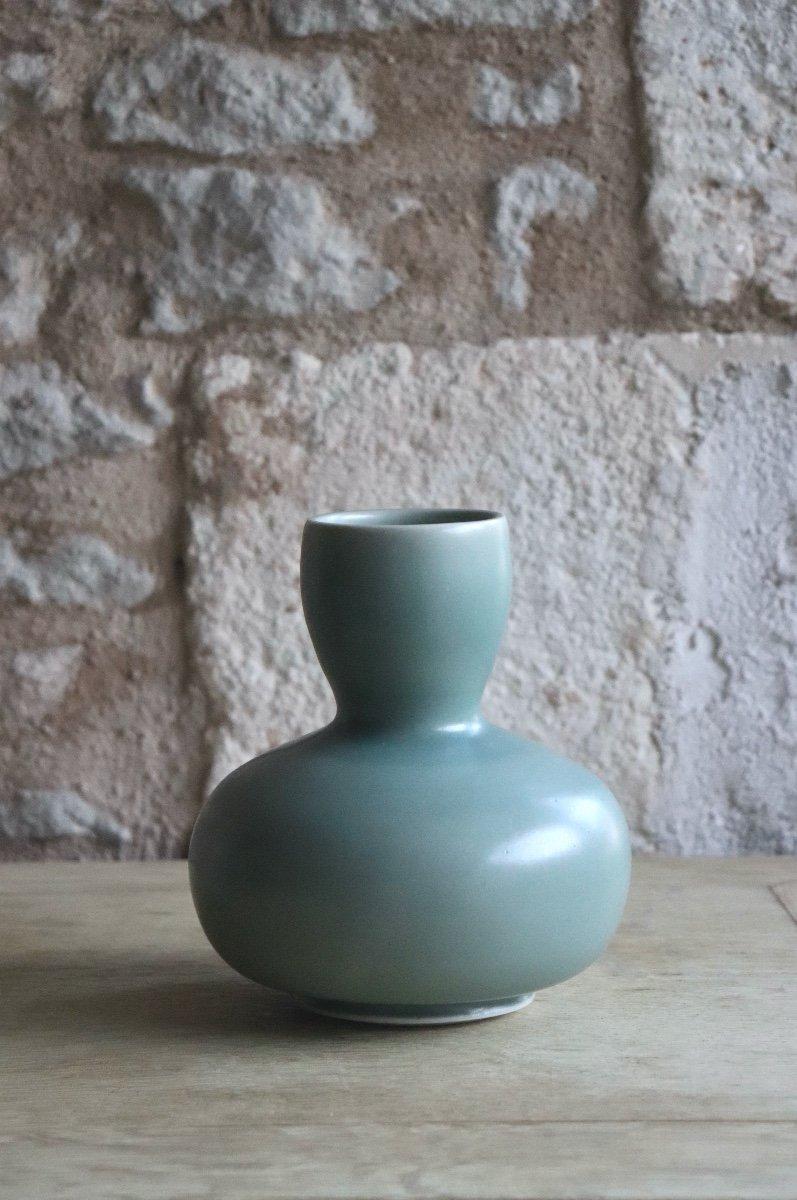 Daniel de Montmollin. Vase Céladon sur porcelaine. H 16,5 cm.