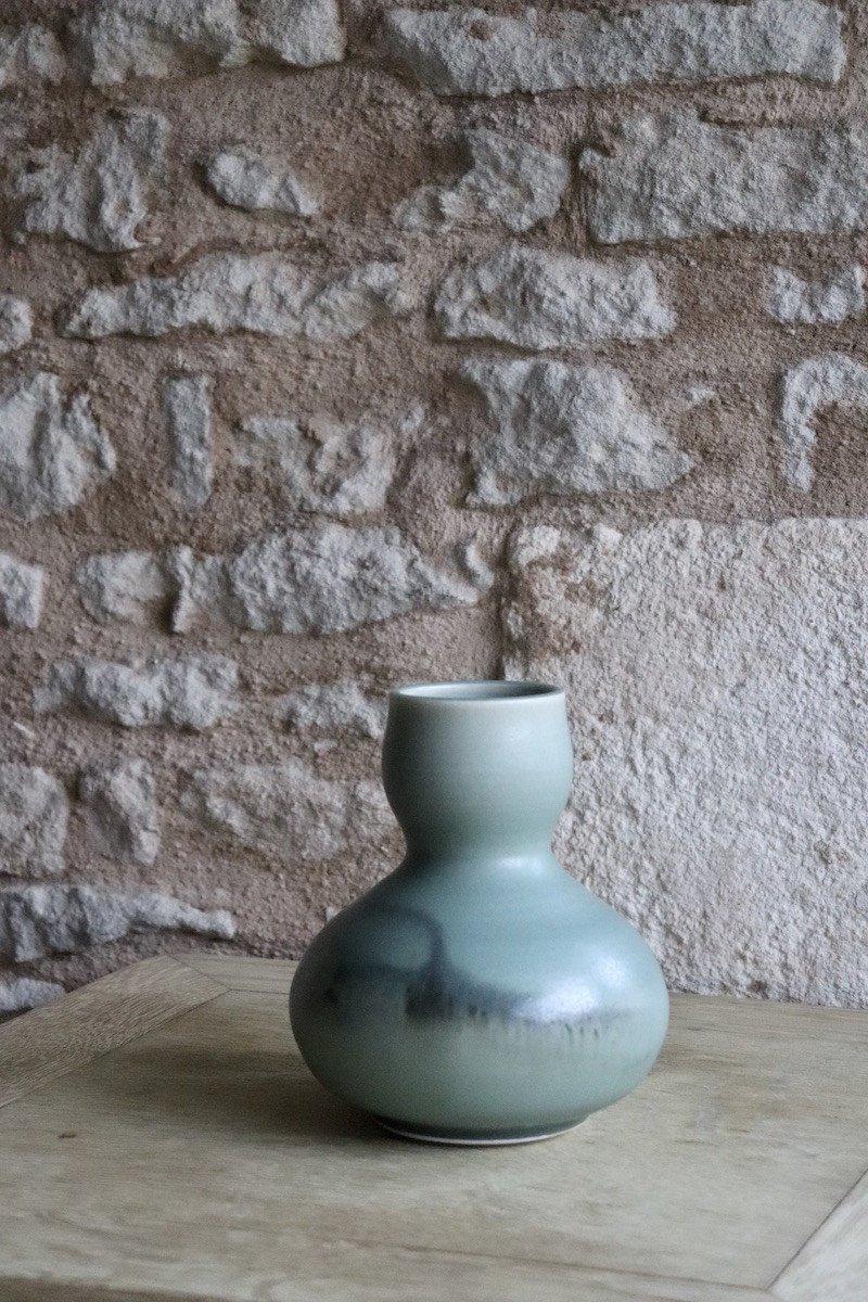 Daniel de Montmollin. Vase Céladon sur porcelaine. H 17,5 cm.-photo-1