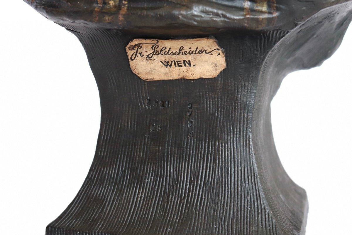 La négresse au papillon. Sculpteur T du Piémont. Edition Friedrich Golscheider. Circa 1893. H 48 cm-photo-1