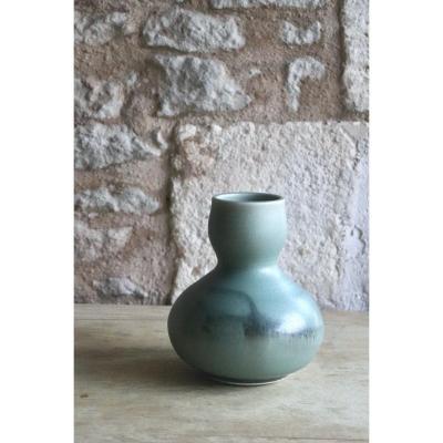 Daniel de Montmollin. Vase Céladon sur porcelaine. H 17,5 cm.