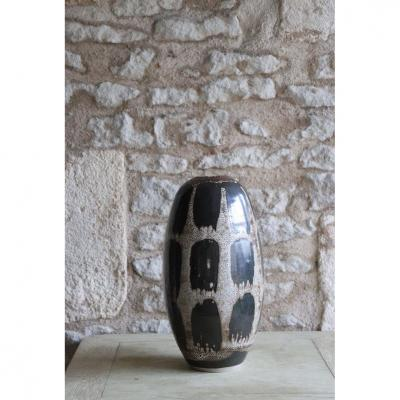 Daniel de Montmollin. Vase décor au pinceau réserve à la cire sur grès . H 31 cm.