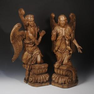 Paire d'anges sculptés - France vers 1700