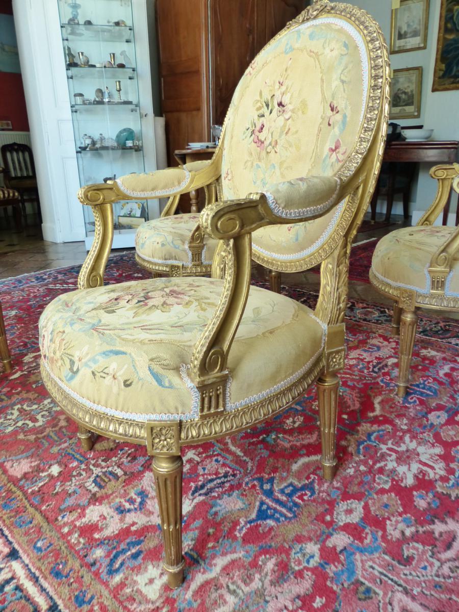 Salon en bois dor recouvert de tapisserie salons for Tapisserie salon
