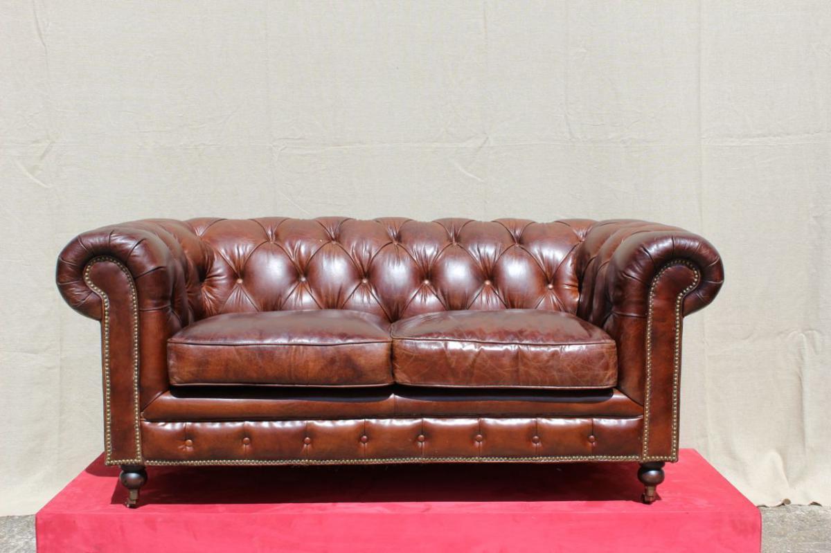 Canapé Chesterfield En Cuir.