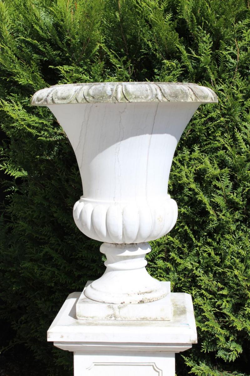 Paire De Vases En Marbre Blanc.