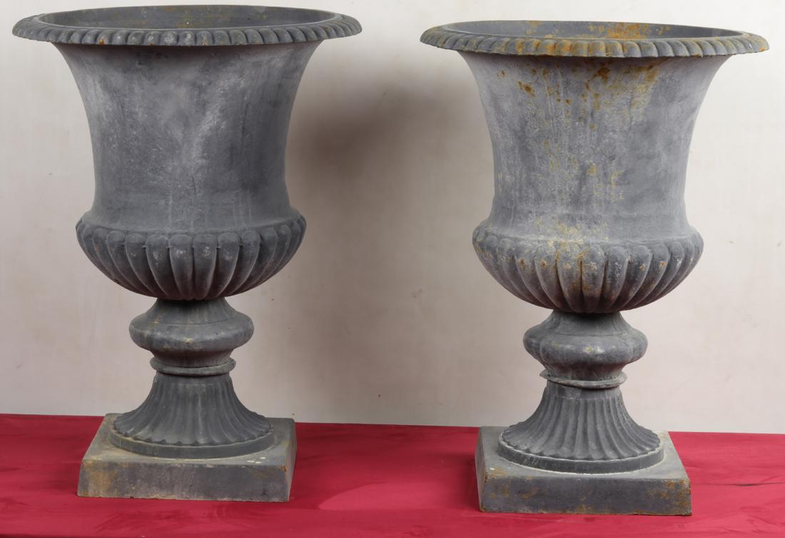 Paire De Vases En Fonte Médicis