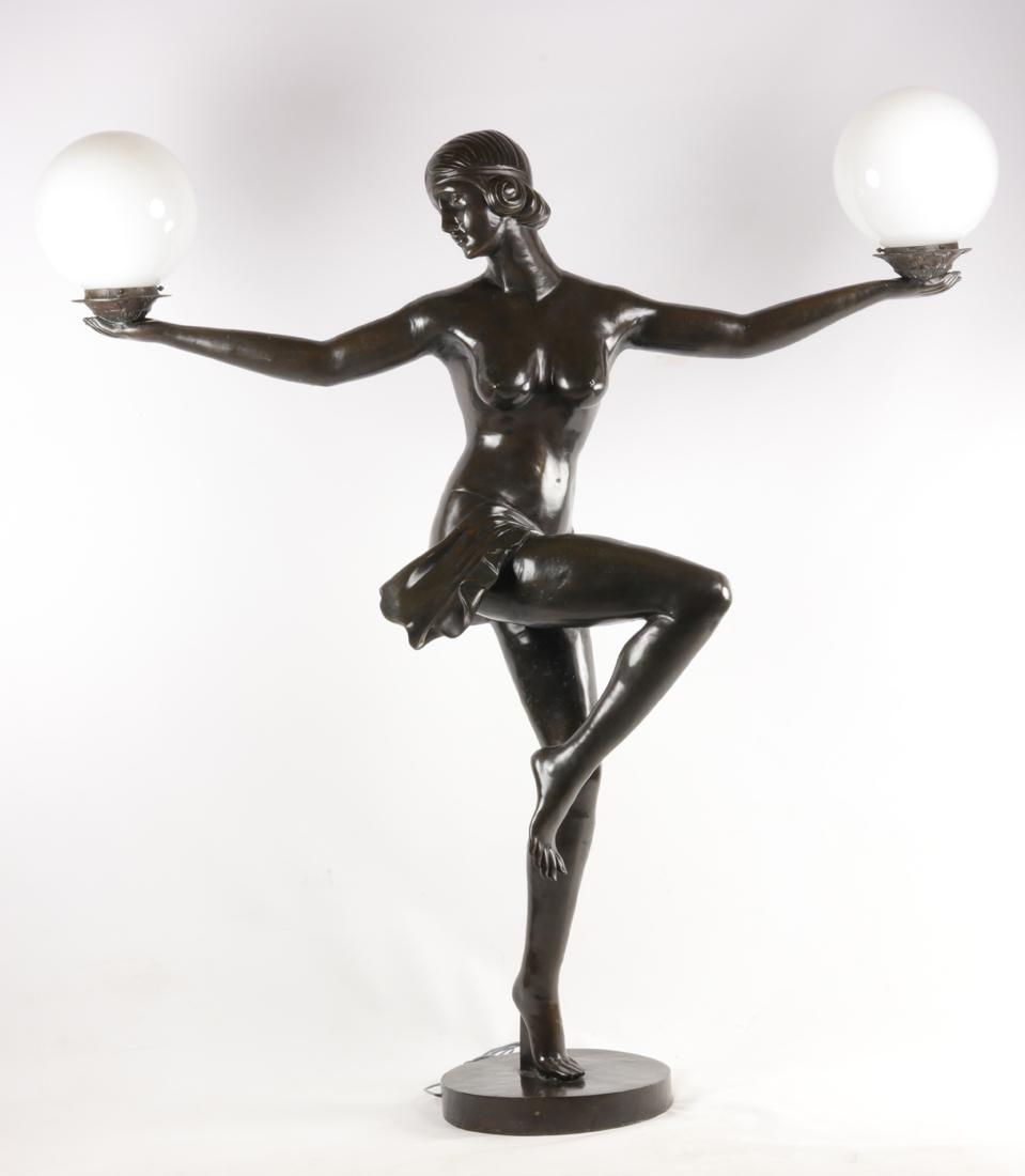 Lampe En Bronze De Style Art Deco.