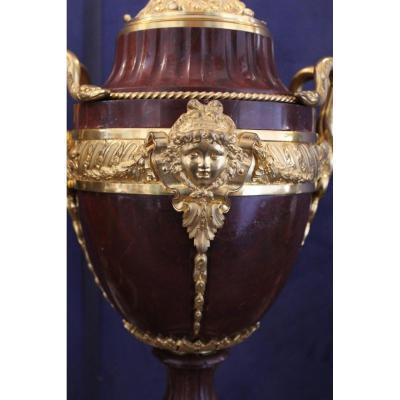 Paire De Cassolettes En Marbre Et Monture E Bronze Doré, époque XIX.