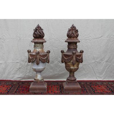 Paire De Vases De Jardin En Fonte, époque XIX.