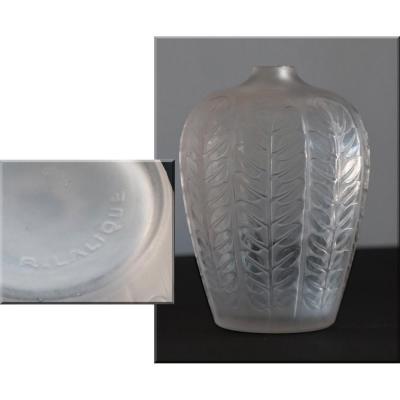 R.lalique.art-déco.vase Modéle Tournai Ou Feuilles Rondes.Patine satinée.vers 1930.h 12,50 Cm.