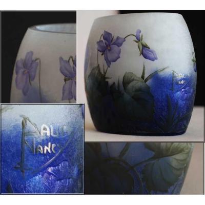 Daum Fres Nancy.petit Vase Ovalisé.violettes émaillées .vers 1900.h 10cm