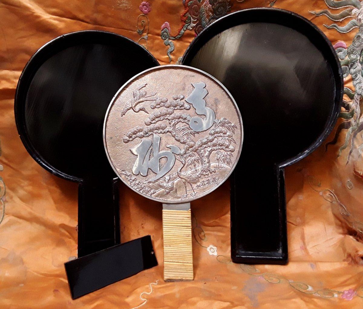 """Miroir """"Kagami"""" . Bronze argenté.  Japon époque Edo."""