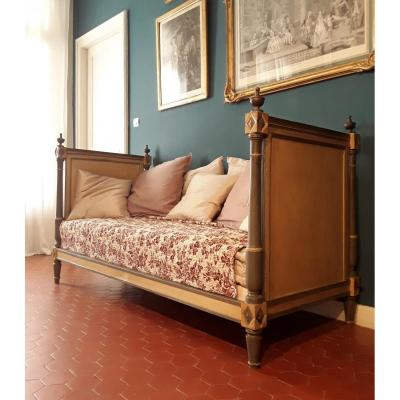 Rest Bed In Lacquered Wood .directory Period.