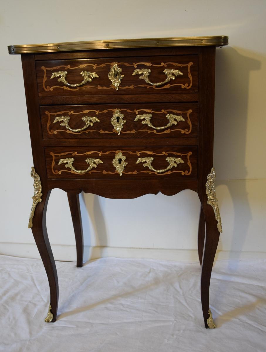 Petite commode sauteuse en marqueterie, style Louis XV