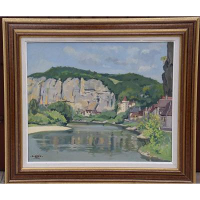 This magnificent oil on panel represents a view of the village of Roque Gageac nestled at the foot of limestone cliffs bordering the Dordogne river; it is signed lower left Alfred Greig (1913-1997) and dated 1941. Painting with very beautiful colors which underline the beauty, the majesty of this emblematic place of the Périgord Noir. Alfred Greig (1913-1997) was a pupil of Roganeau at the municipal school of Fine Arts in Bordeaux and became a member of the society of independent artists of Bordeaux. Like Roganeau, he offered views of the Bordeaux region, of the Dordogne (we find a painting of Saint Jean de Côle) and the Basque Country Oil in very good condition HSP dimensions: 46 cm X 55 cm Frame: 62 cm X 71 cm.