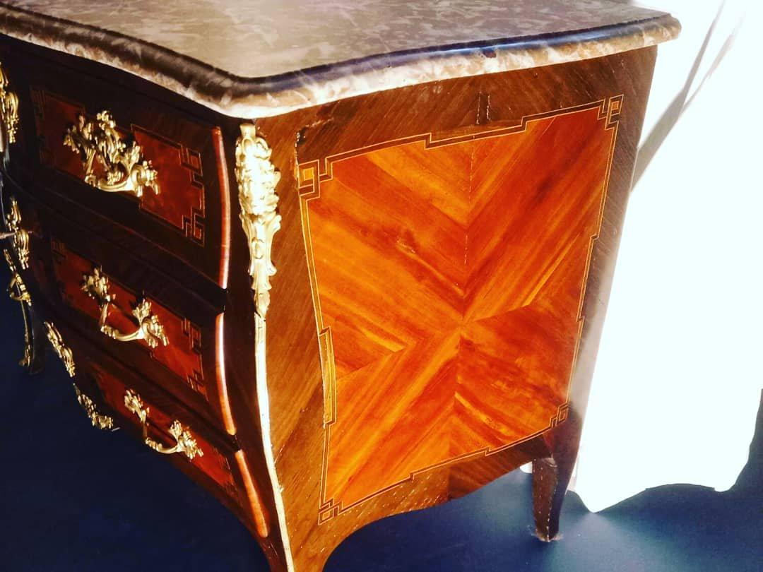 Jolie Petite Commode Galbée d'époque Louis XV Est De La France Prunier Chene Vert  Palissandre
