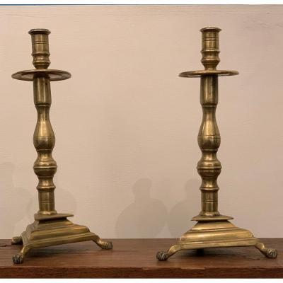 Paire De Bougeoirs En Bronze, Espagne XVII e