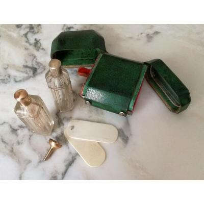 Rare Necessary Travel Case In Shagreen, 18th Century. Silver And Vermeil Perfume Bottles