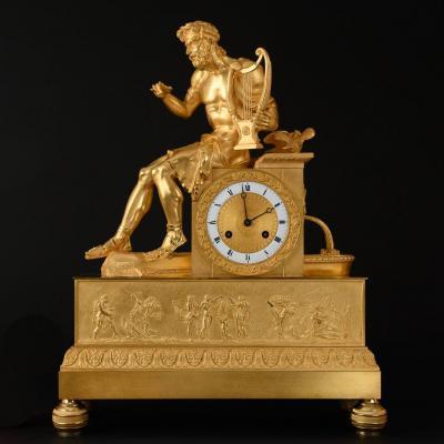 Impressionnante Et Rare Pendule Figurative En Bronze Doré Du 1er Empire Avec Apollon - 52.5 cm De Haut