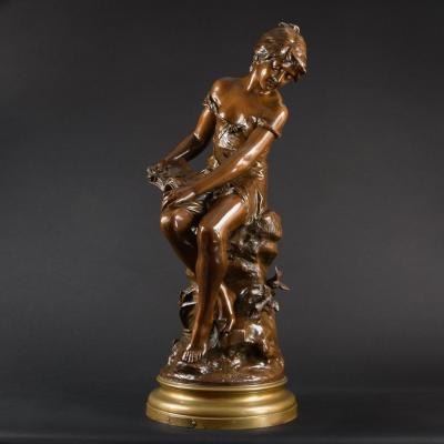 """Grande Sculpture en Bronze """"Distraite"""" par Auguste Moreau (1834-1917) - Hauteur : 71 cm"""