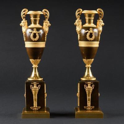 Exceptionnellement Rare Paire De Bougeoirs En Forme D'amphore Du Début D'époque Empire
